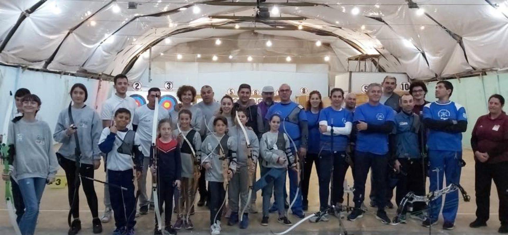 Ο Λευτέρης Αυγενάκης στους αγώνες τοξοβολίας στην Κρήτη